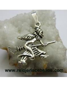 Bruja de plata en forma de colgante CBR1